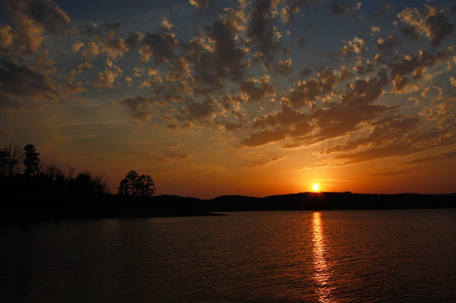 Beavers Bend State Park, Eagles Point. Perfect sky and sunset