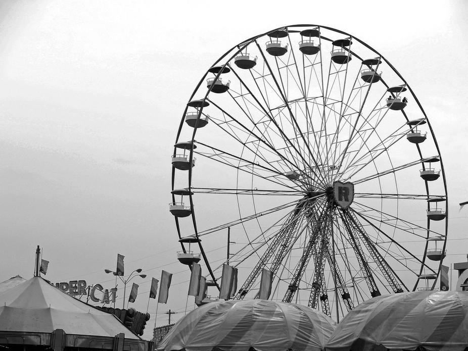 giant ferris wheel B&W