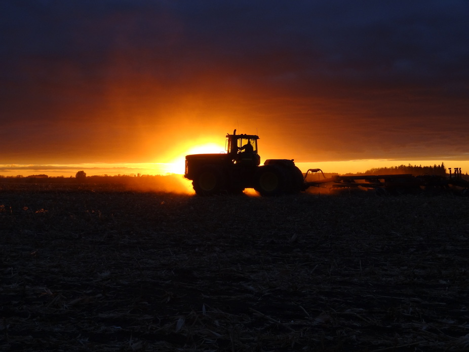 Farming Into The Sunset belongs to Adventures in Farming