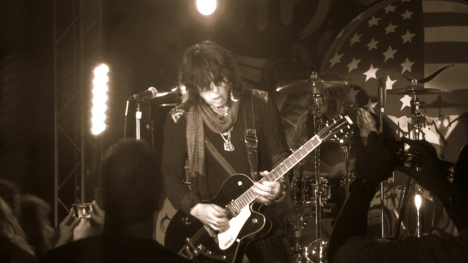Tom Keifer #1 belongs to Live Performances