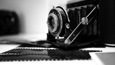 Film me.
