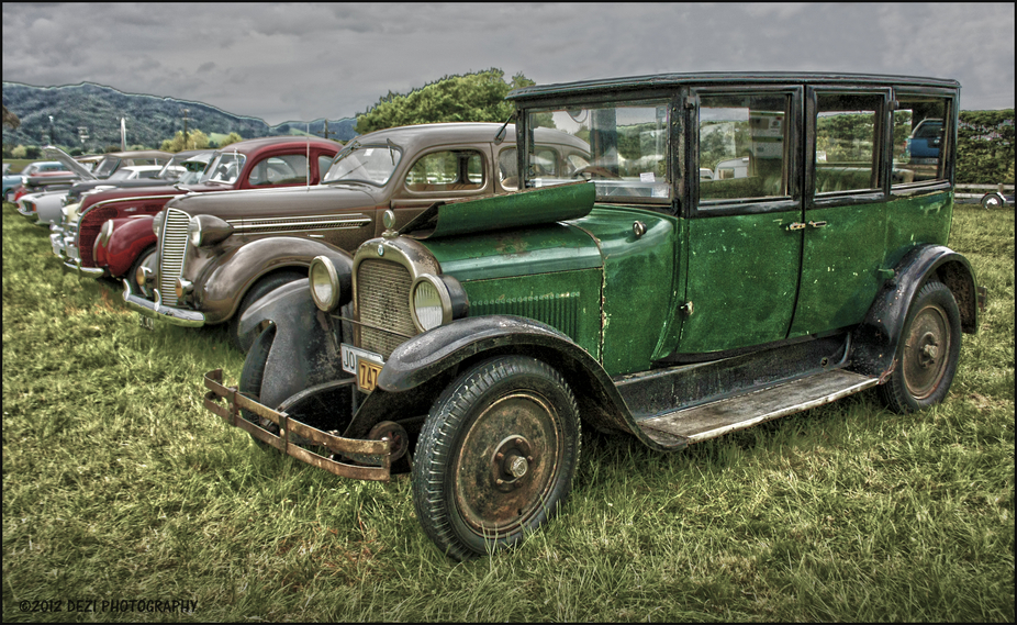 I couldn\'t resist another \'car shot\'!  I just love these oldies!! This shot was taken at a recent...