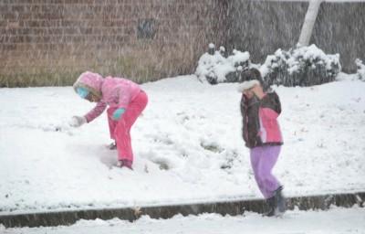 Kids enjoying the 1st snowfall of the season