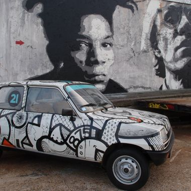 This car and graffiti mural were found in Le Havre.