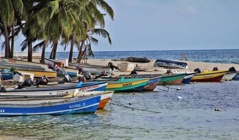 Barcas en San Andres Isla
