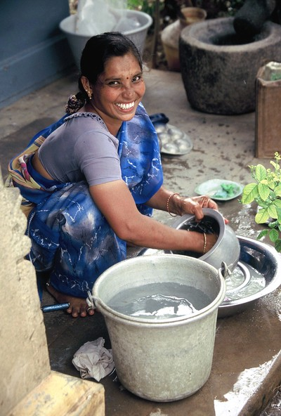 Washing pots