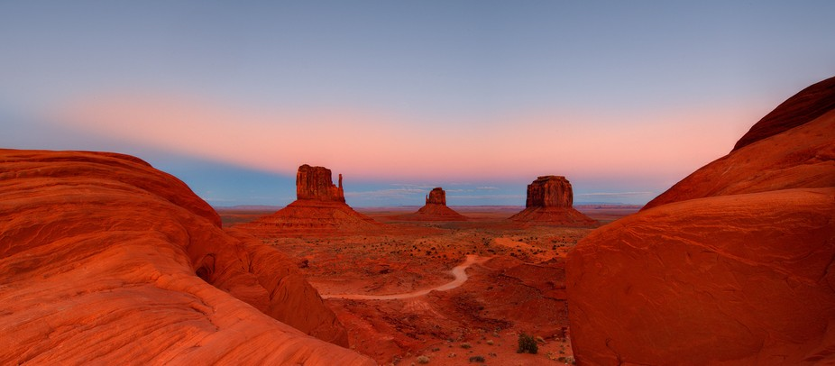 Monument-Valley-at-Dusk