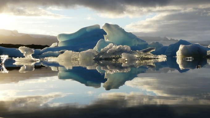 Jökulsárlòn by ryanheck - Photoshop World Photo Contest
