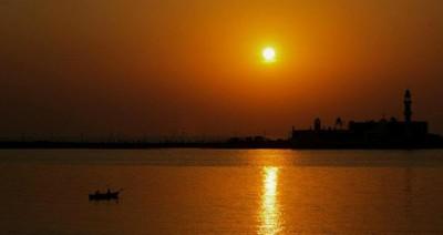 Haji Ali-Going towards the horizon