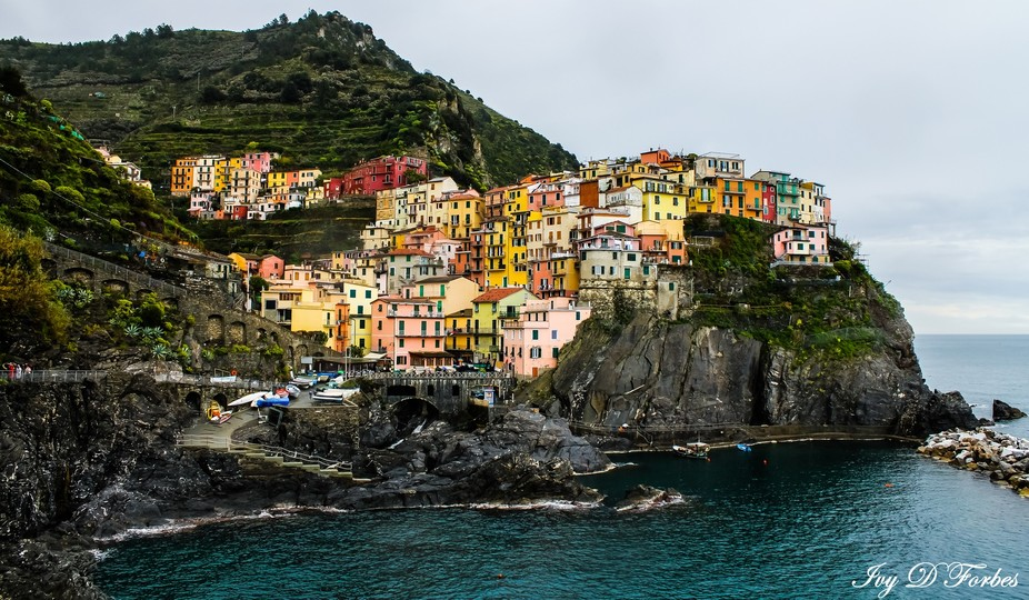 Manarola, Cinque Terre.  A beautiful place to visit!