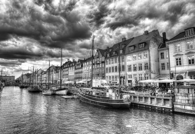 Nyhavn in b&W by kimschou - Discover Europe Photo Contest