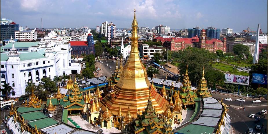 SuLay Pagoda, Yangon, Myanmar .