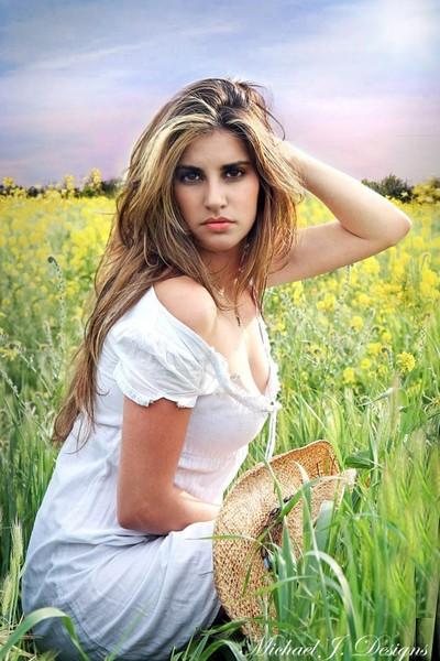 Alicia in the field
