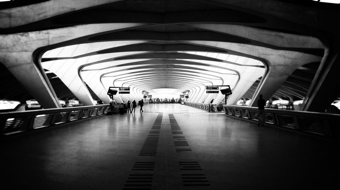 the terminal by boitasapin - Parallel Compositions Photo Contest
