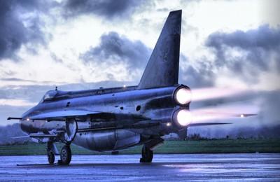 Lightning XS904 F6