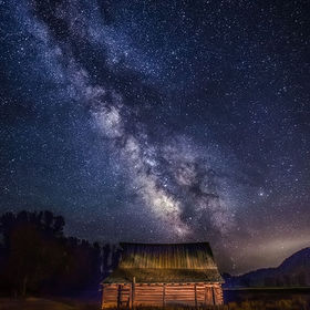 Historic T. A. Moulton barn in Jackson Hole, Wyoming (USA) . . .  Canon 5D Mark III, Canon 16-35mm f2.8L II USM lens, ISO 2500, 30 second exposur...