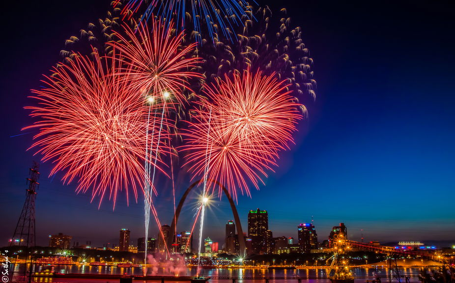 July 4th fireworks near the St.Louis arch!