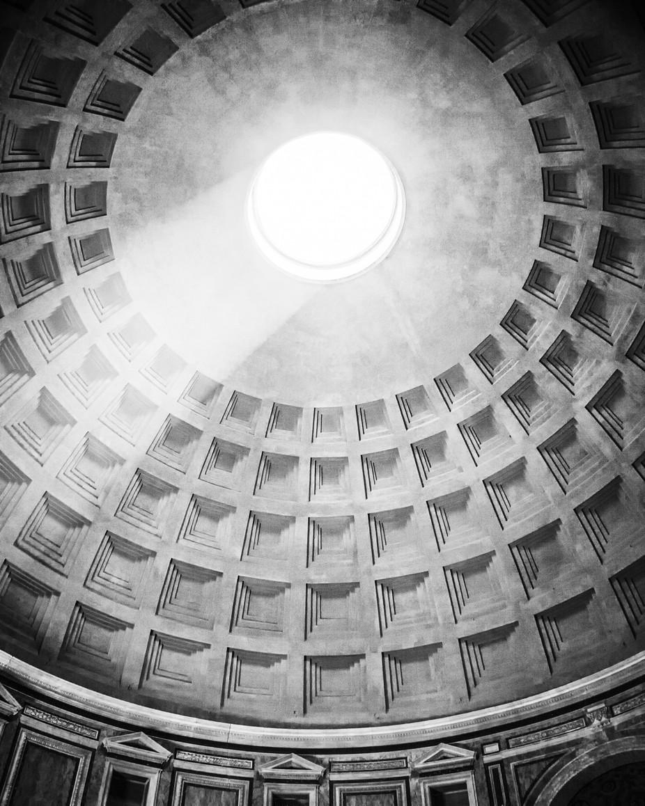 Light in Pantheon