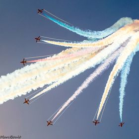 Reds doing a fantastic loop then all breaking away at over 400mph, amazing!!