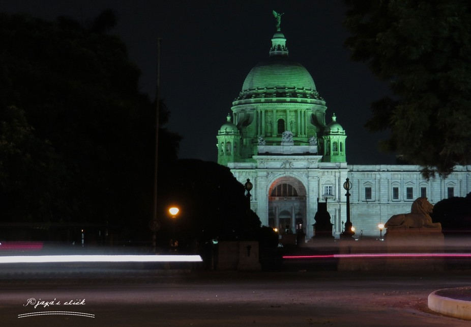 victorial memorial at night...