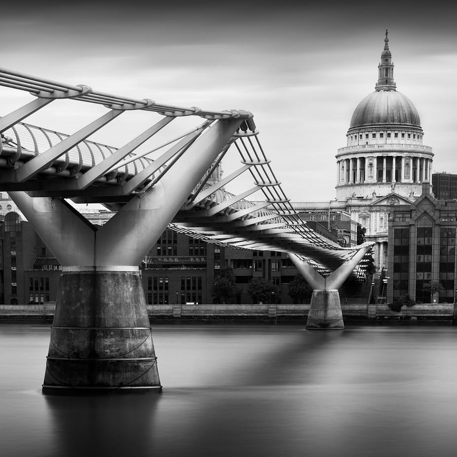Millennium Bridge overlooking St.Paul\'s Cathedral, London