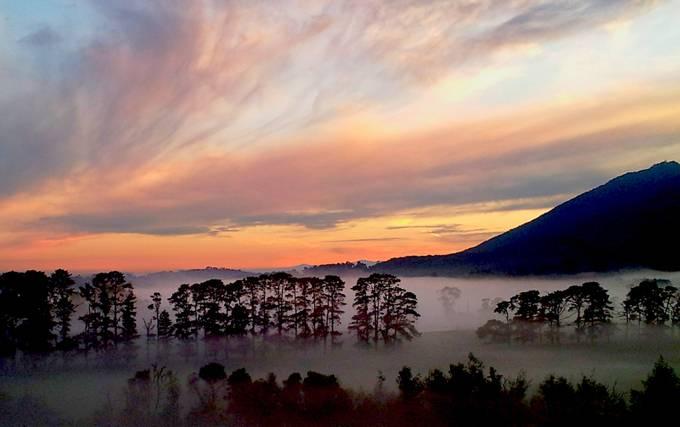 Sunrise over Mount Dandenong by rachelphillips - Discover Oceania Photo Contest