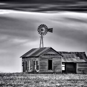 This old farm house is located on the outskirts of Oklahoma City.