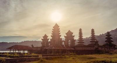 Temple at Lake Tamblingan, Bali