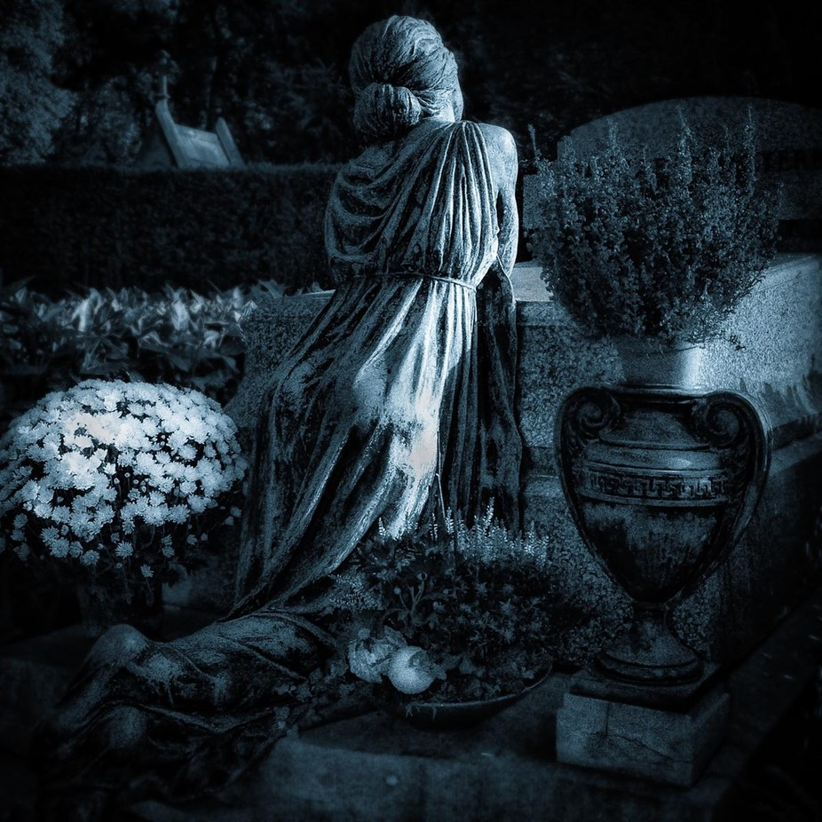 At this time of the year (november), graveyards are beautiful to visit.