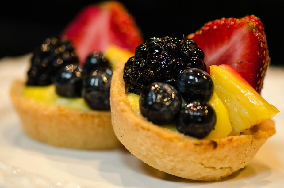 Mini fresh fruit tart macro