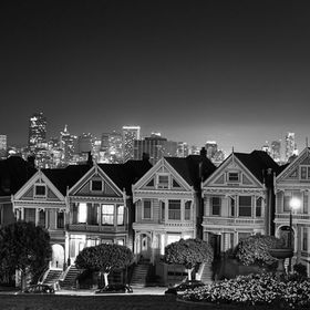 Painted Ladies is a set of seven houses. This is one of the main attractions in San Francisco Tour.