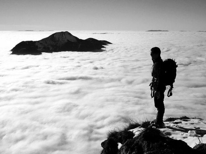 reach the top by boitasapin - Standing At The Edge Photo Contest