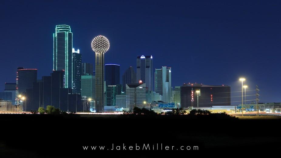 Night photo of Dallas skyline