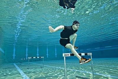 Hurdle Swimmer