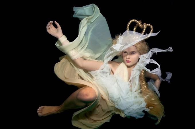 Jessica1-uW by lorenzsprotofski-kuipers - Fill Flash Photo Contest