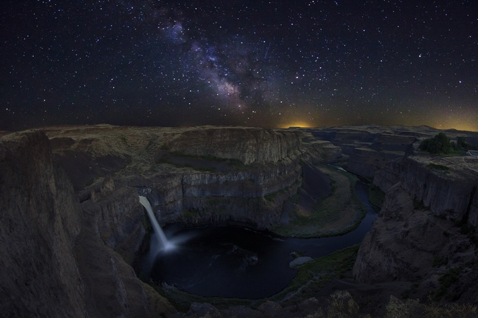 Palouse Falls Galaxy by bunlee