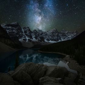It was the very last night I stayed at the Canadian Rockies back in October 2013. Only 2 nights out from the 2 weeks with a clear sky allowing me...