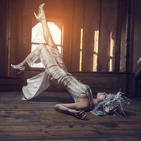 Ever since I started photography my dream was to take levitation shots. I've been looking for the right setting, the right subject and dress fo...