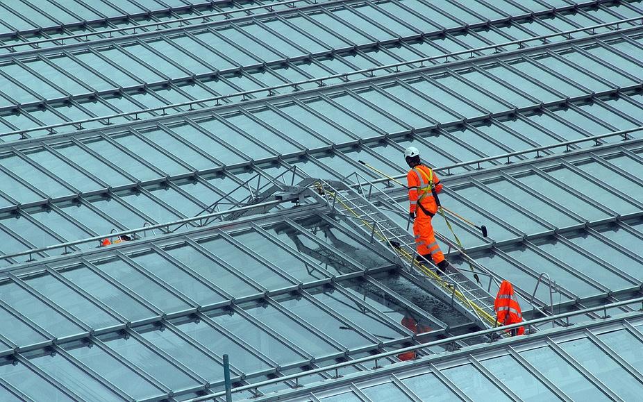 Waverley Station, Edinburgh gets its windows cleaned.