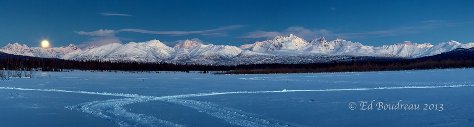 The goal was to get a shot of the full moon as it decended over the Denali Range.  I found a guid...