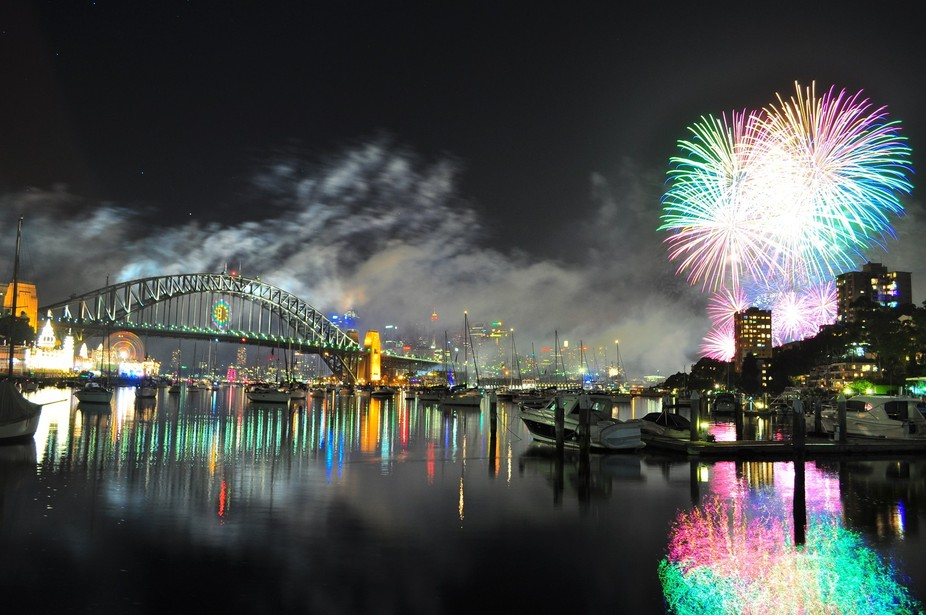 New Year\'s fireworks on Sydney Harbour.