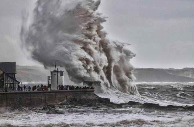 PORTHCAWL WAVE by Gray3378 - Best Shot Photo Contest