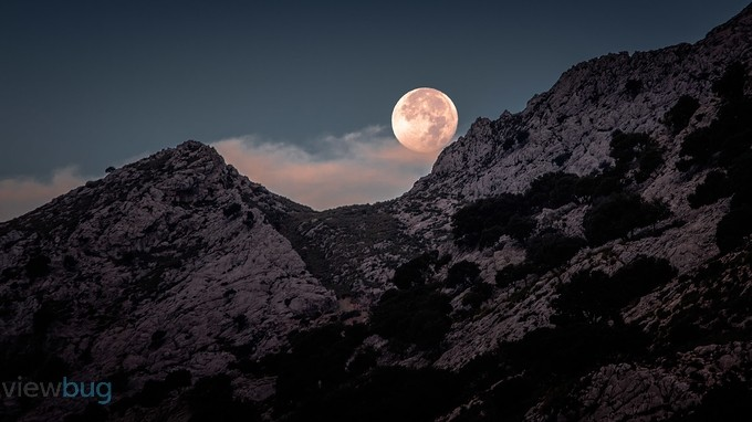 Moon at sunrise by Pointomega - Moonlight Photo Contest