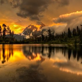 Beautiful Sunset at Picture Lake in Mt. Baker, Washington