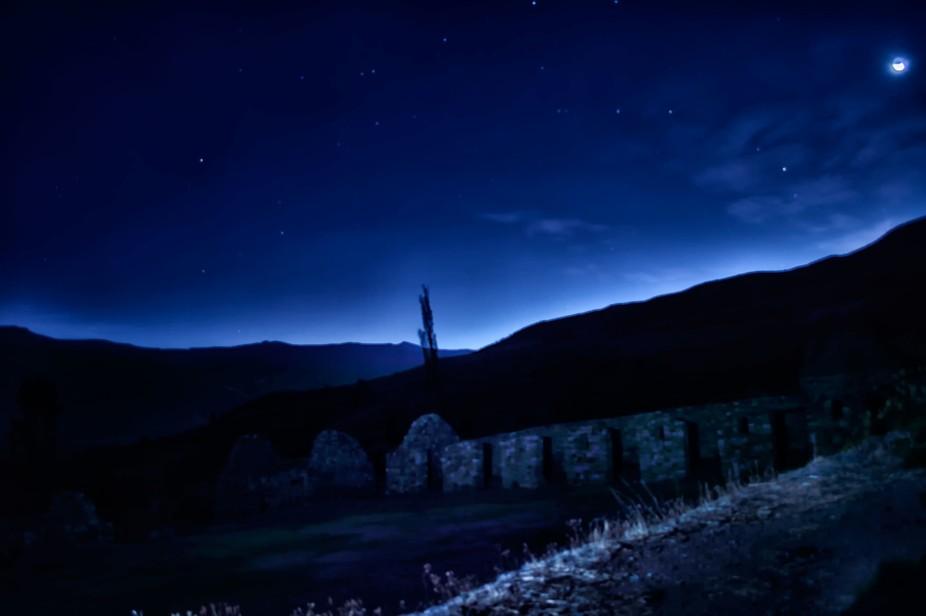 Ruinas en la noche