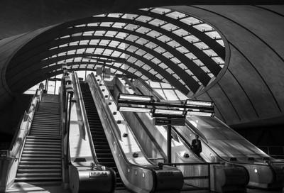Canary Wharf station b&w
