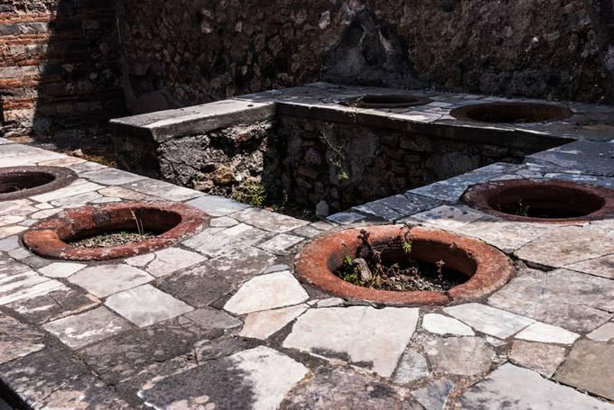 pompeii black personals Pompeii skeleton with jewelry ruins of pompeii, pompeii italy, black history, art history, the romans, roman empire dating 6,000 to 6,500 years ago.