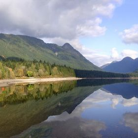Sunny autumn day on the shores of Alouette Lake, located in Golden Ears Prov. Park, Maple Ridge, BC.