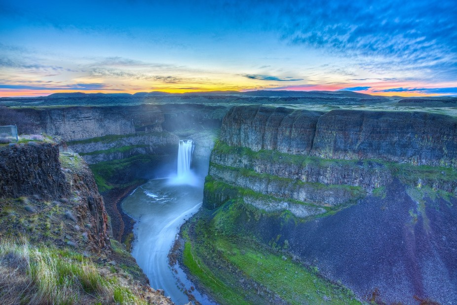 Woke up early and headed to the Palouse with some friends. This was my favorite shot from the day.