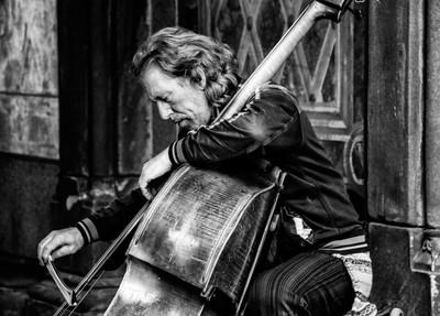 Man-Playing-Cello-2-bw